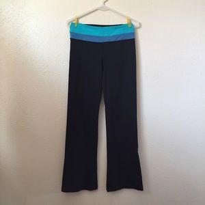 LuluLemon black flare leg yoga pant size 6